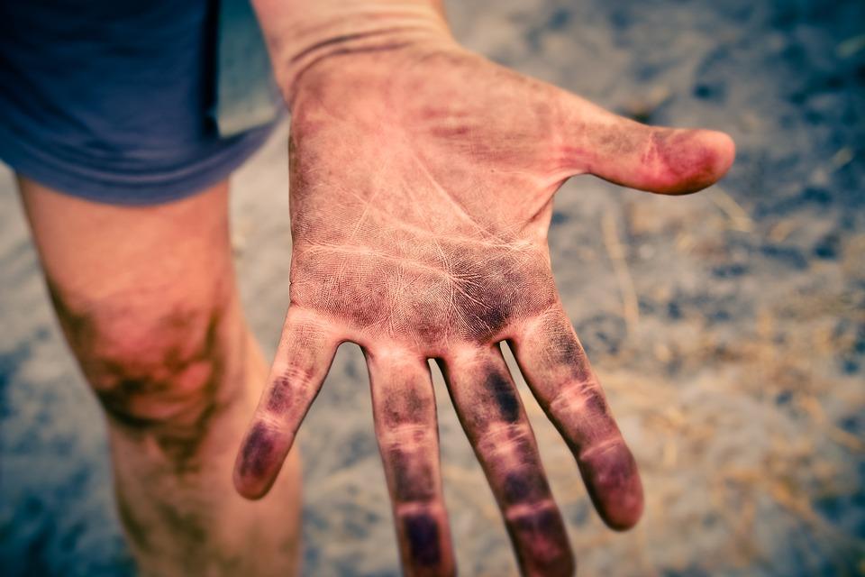 main sale, palme ouverte